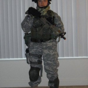 US Army Ranger Loadout    Gear:  - US Army-issue MSA ACH  --> Cateye Band - FG  --> ContourROAM  - Arena Industries FlakJak Goggles  - BLACKHAWK!...